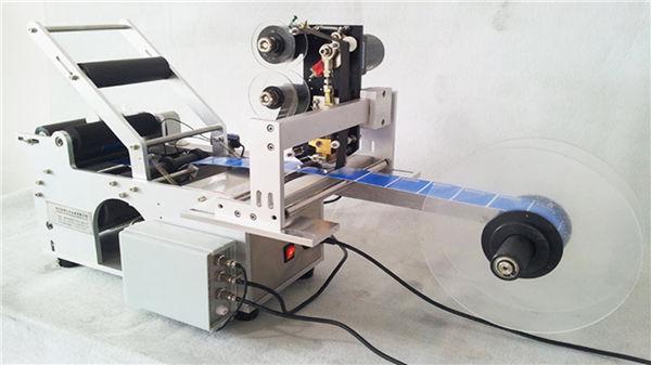 Mali okrugli stroj za označavanje boca